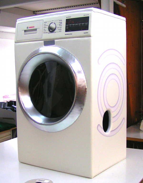 Die Messefigur Bosch Waschmaschine.